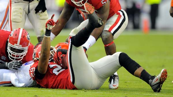 Georgia's Jarvis Jones (29) recovers a fumble against Florida. (Source: Georgia Athletics)
