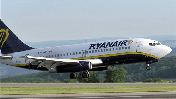 Ryanair is a low-cost airline operating within Europe. (Source: Arpingstone/Wikimedia)