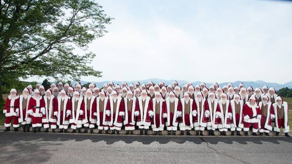 In all, 75 Santas received diplomas as part of the 2012 class at Santa University. (Source: Santa University/The Noerr Programs)
