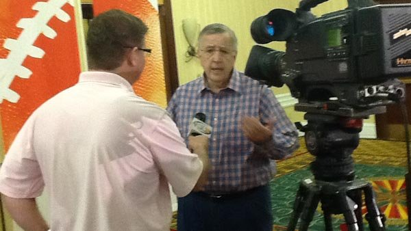 ESPN's Brent Musberger is interviewed about the BCS National Championship Game, which he will be calling for the network Monday night. (Source: RNN/Tom Ensey)