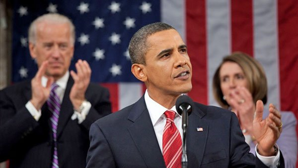A fragile economy and partisan Congress will provide a backdrop for President Obama's annual State of the Union address Tuesday.