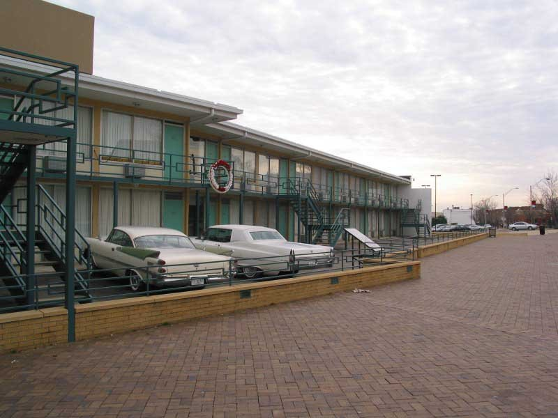 A wreath on the balcony of the Lorraine Motel in Memphis, TN, marks the spot where Martin Luther King Jr was assassinated April 4, 1968. (Source: Wikimedia Commons)