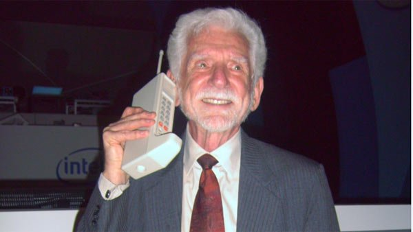 Dr. Martin Cooper, the inventor of the modern cell phone with his prototype, the Motorola DynaTAC in1973. (Source: Wikimedia Commons/Rico Shen)