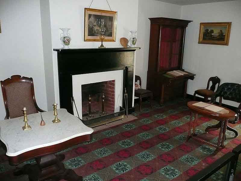 The reconstructed parlor of McLean House in Appomattox Court House, VA, where Robert E. Lee surrendered to Ulysses Grant. (Source: Wikimedia Commons)