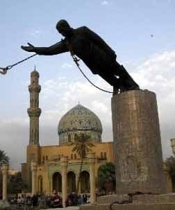 A statue of Saddam Hussein is removed from Baghdad, Iraq. (Source: U.S. Department of Defense/Wikimedia Commons)