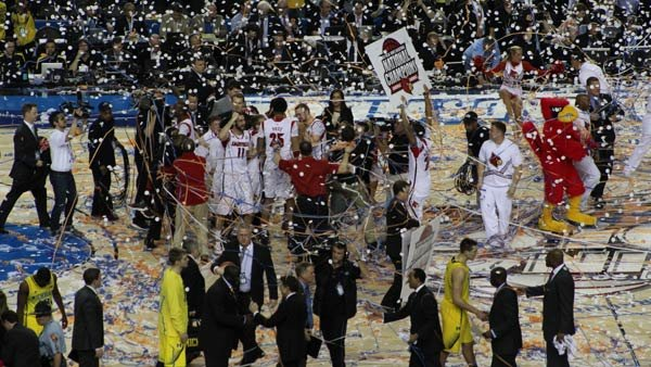 Louisville celebrates amid falling confetti after beating Michigan, winning the NCAA Championship. (Source: Matt Quillen/RNN)