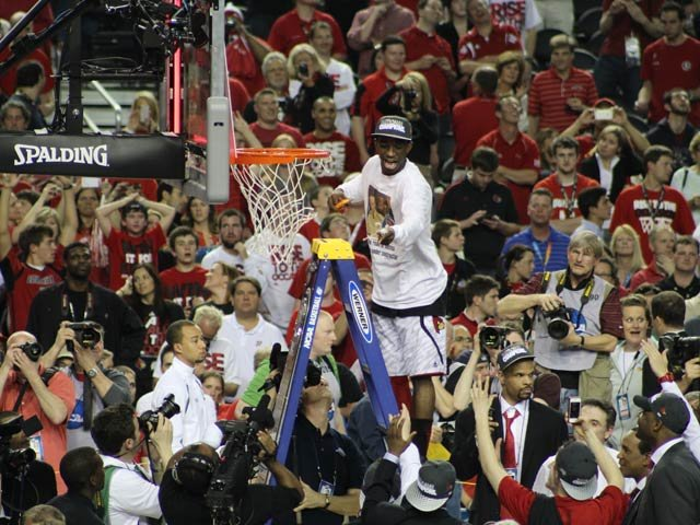 Louisville's Russ Smith cuts down the net following his team's 82-76 win over Michigan in the NCAA championship in Atlanta. (Matt Quillen/RNN)