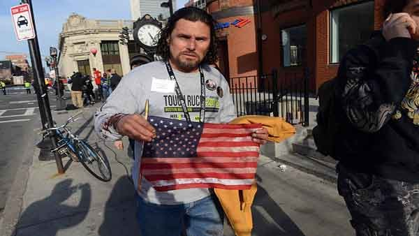 Carlos Arredondo ran to help victims after the first blast occurred. (Source: Raceinxs/Wikimedia)