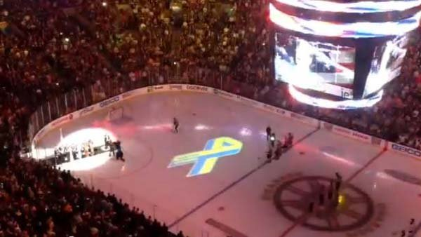 The crowd at the Boston Bruins game honored the victims of the Marathon bombing Wednesday night.