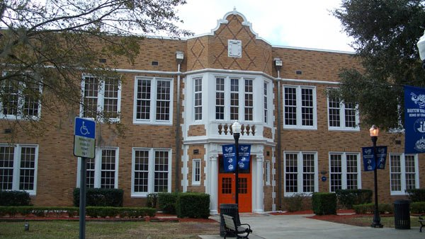 Bartow High School expelled a student for a science fair project gone wrong. (Source: Ebyabe/Wikimedia Commons)
