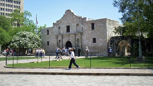 People take a look around the Alamo in San Antonio, TX, a common tourist spot that draws visitors from around the U.S. (Source: KTVN)