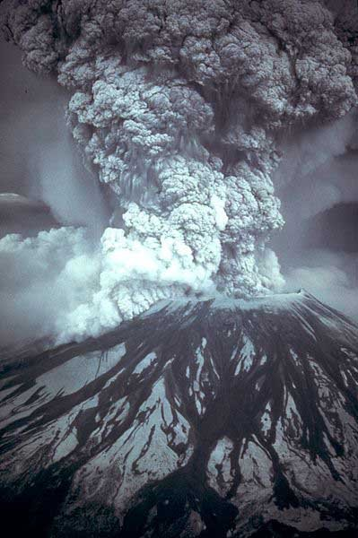 Mount St. Helens erupts May 18, 1980. (Source: USGS/Wikimedia Commons)