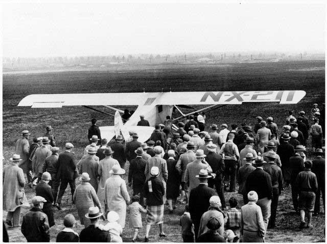 Crowds gather at Roosevelt Field in Long Island, NY, May 20, 1927, to see Charles Lindbergh take off for Paris in the first solo crossing of the Atlantic Ocean. (Source: National Air and Space Museum/Wikimedia Commons)