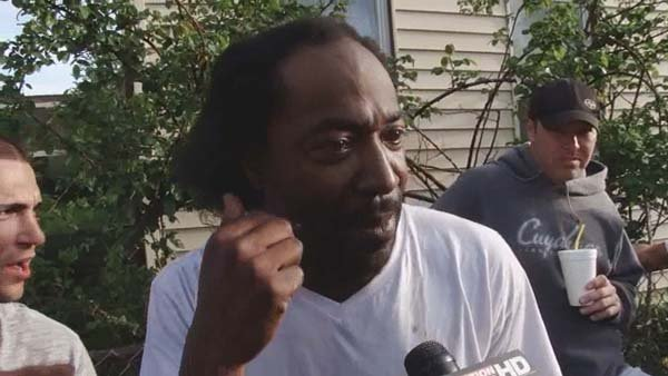 Restaurants offer Charles Ramsey free burgers for life. (Source: WOIO)