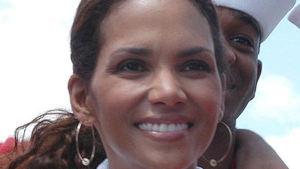 Halle Berry testified in favor of an anti-paparazzi bill. (Source: Wikimedia Commons)