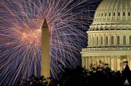 Fireworks go off in Washington, DC near the Washington Monument and U.S. Capitol. (Source: Architect of the Capitol/Wikimedia Commons)