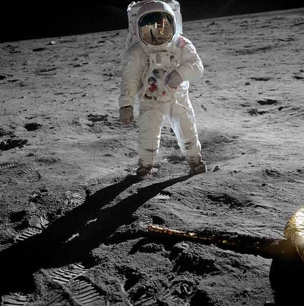 Buzz Aldrin walks on the moon as part of the Apollo 11 mission. (Source: NASA/Wikimedia Commons)