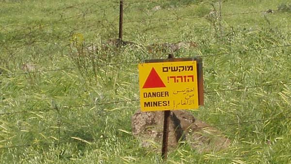 This minefield warning on the Golan Heights is still valid more than 40 years after the field was mined by the Syrian army. (Source: David Shay/Wikicommons)