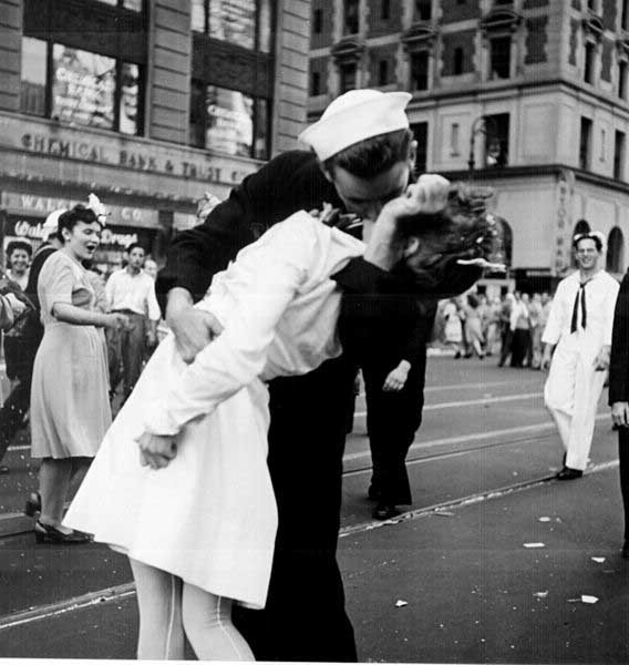 This picture was taken Aug. 14, 1945, in Times Square after the announcement that Japan had surrendered to end World War II. (Source: U.S. Navy/Wikimedia Commons)