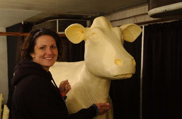 Butter Cow sculptor Sarah Pratt with the 2013 Butter Cow. (Source: Iowa State Fair)