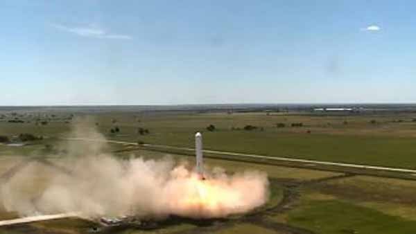 Tweet from Elon Musk: 'Latest rocket test flight: hard lateral deviation, stabilize & hover, rapid descent back to pad.' (Source: YouTube/Space X)