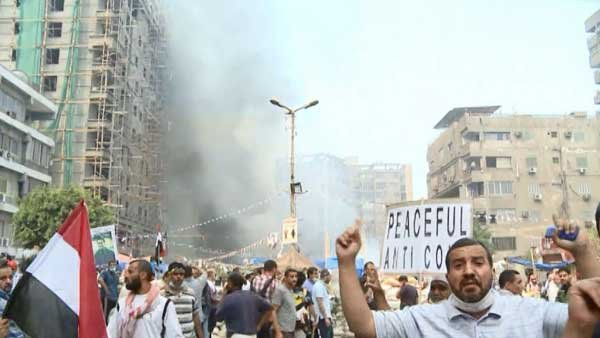 Protestors take to the streets during the deadly clashes between Morsi supporters and Egyptian security forces. (Source: CNN)