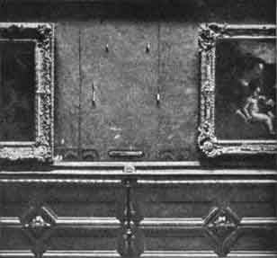 The empty space on the wall of the Louvre Museum where the Mona Lisa was stolen from Aug. 21, 1911. (Source: Wikimedia Commons)
