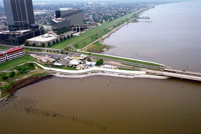 The southern end of the Lake Pontchartrain Causeway. (Source: Army Corps of Engineers/Wikimedia Commons)