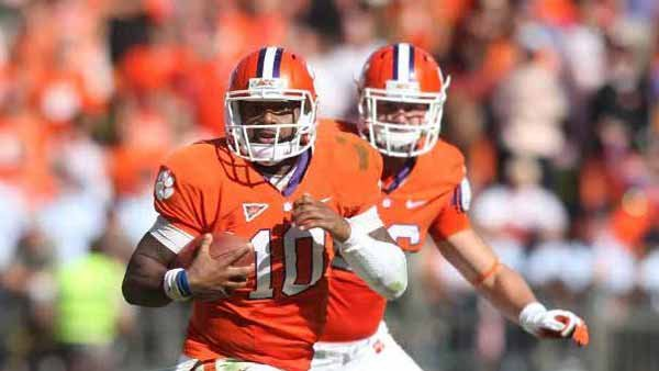 Clemson QB Tajh Boyd can both tote and fling the tater with equivalent alacrity. (Source: Clemson Athletics)
