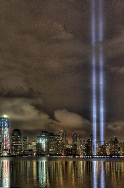 A view of the World Trade Center 9-11-11 Tribute In Light from Jersey, City, NJ. (Source: Wikimedia Commons/Flickr/KimCarpenterNJ)