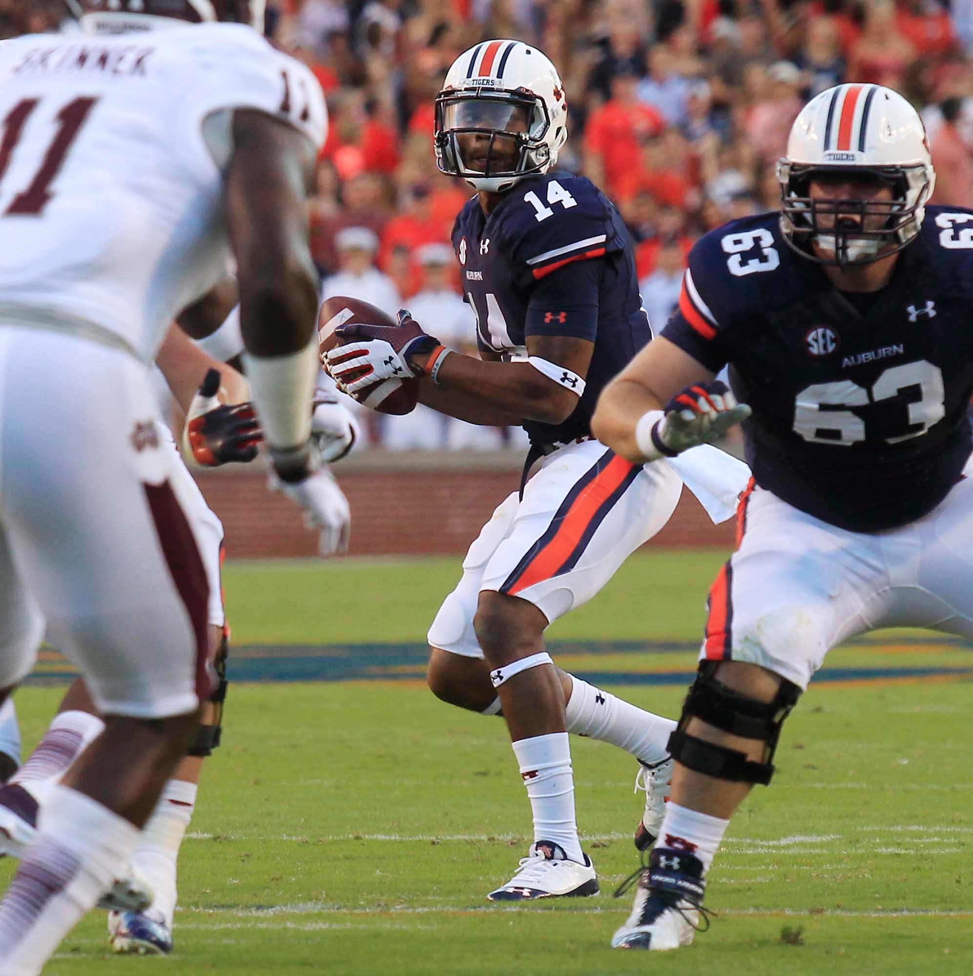 Auburn quarterback Nick Marshall drops back to pass. (Source: Todd van Emst/Auburn University)