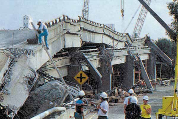 The collapsed section of the Cypress Street Viaduct where most of the fatalities of the Loma Prieta earthquake occurred. (Source: USGS/Wikimedia Commons)