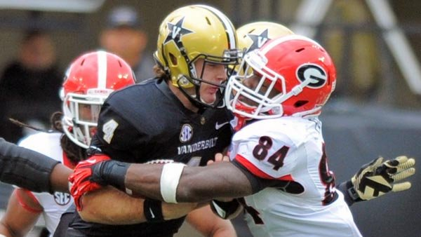 Georgia linebacker Leonard Floyd (84) makes a tackle on Vanderbilt quarterback Patton Robinette (4) during Georgia's game against Vanderbilt (Source: John Kelly/Georgia Athletics)