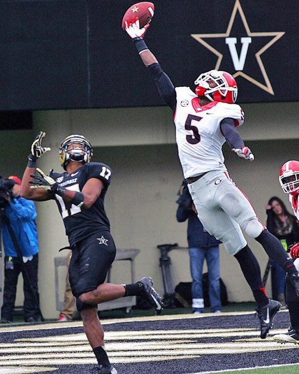 Georgia cornerback Damian Swann (5) attempts to break up a pass attempt to Vanderbilt receiver Jonathan Krause. (Source: Phillip Faulkner/Georgia Athletics)