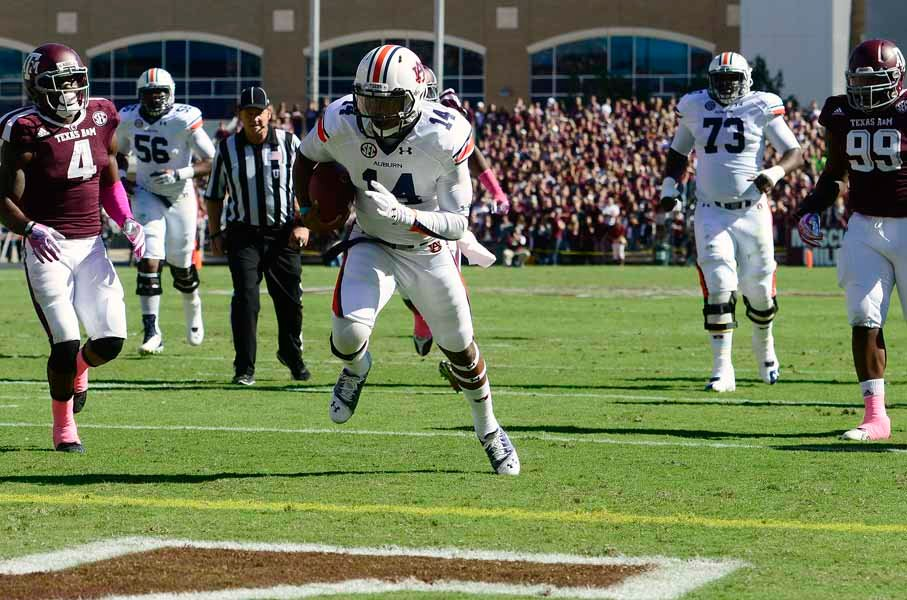 Auburn quarterback Nick Marshall (14) runs for a touchdown against Texas A&M. (Source: Todd van Emst/Auburn University)