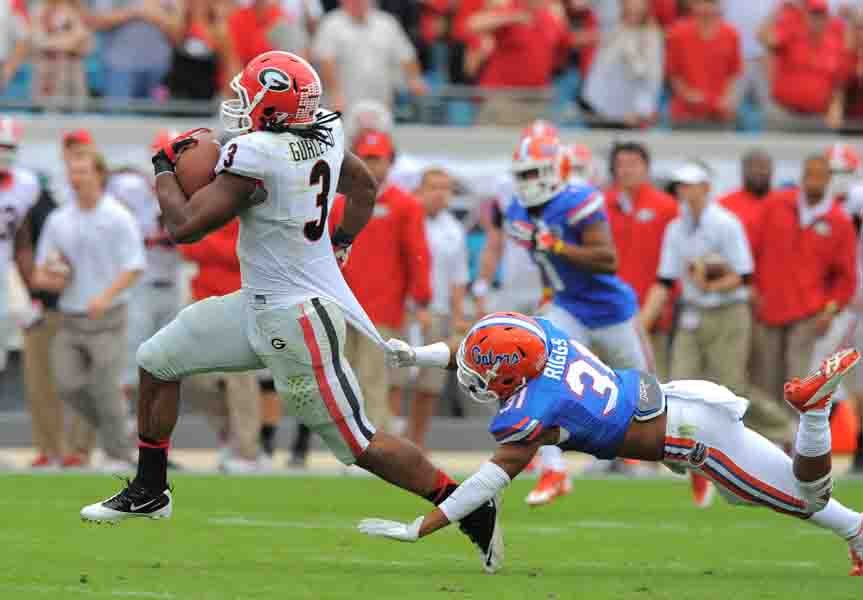 Florida running back Todd Gurley evades a tackle against Florida. (Source: G