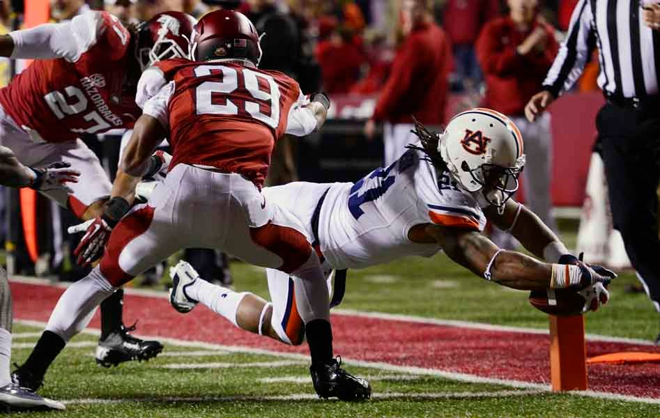 Auburn's Tre Mason scores a touchdown against Arkansas. (Source: Todd van Emst/Auburn University)