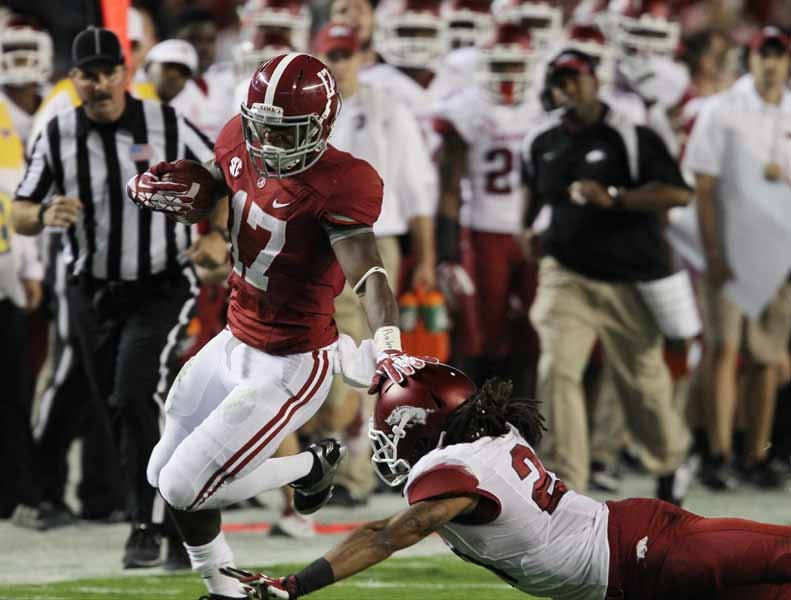 Alabama's Kenyan Drake (17) makes a run against Arkansas. Drake has turned into a key component of Alabama's offense in recent weeks. (Source: Alabama Athleti