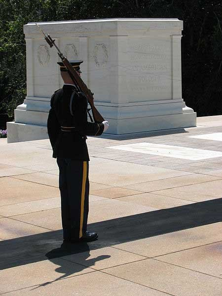 A guard stands watch over the Tomb of the Unknown Soldier at Arlington National Cemetery. (Source: RebelAt/Wikimedia Commons)