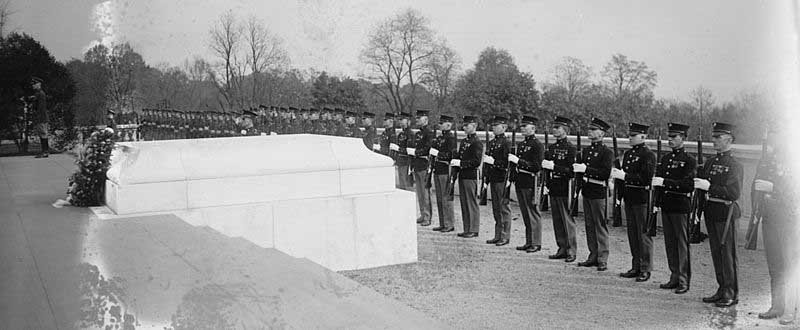 The Tomb of the Unknown Soldier in 1922. (Source: Wikimedia Commons)