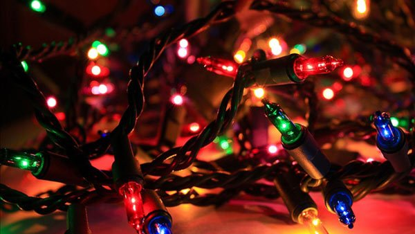 Christmastime is here. Cue the Christmas music. (Source: GNU Image/MGN Online)
