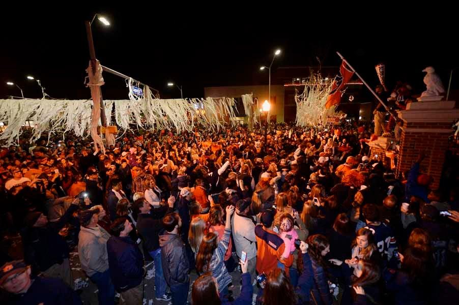 Auburn fans celebrate in Toomer's Corner after the Iron Bowl. (Source: Todd van Emst/Auburn University)