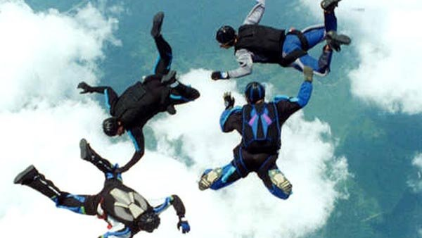 "Sky diving may make a great ""experience gift."" (Source: Wiki Common/MGN)"