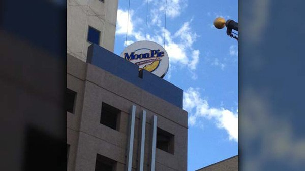 Spirits will rise as the MoonPie descends in downtown Mobile, AL, to start 2014. (Photos Courtesy Tad Denson, MyShotz.com)