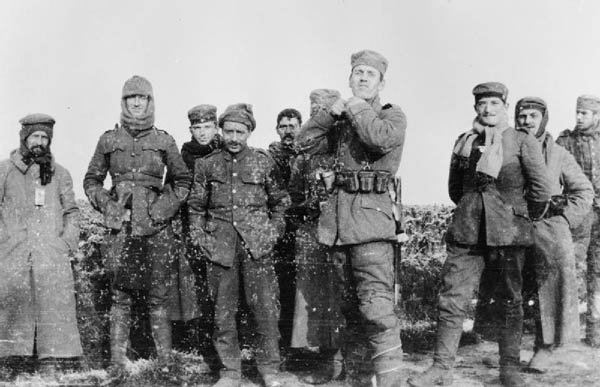British and German soldiers in 'no man's land' during a Christmas truce in World War I. (Source: Wikimedia Commons)