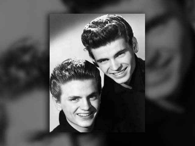 Phil Everly, left, one half of the group the Everly Brothers, has died, according to the Los Angeles Times. (Source: Wikicommons)