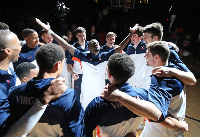 Teven Jones (center) leads the Virginia Cavaliers in a pregame rally before their home game against Wake Forest. It worked, they won 74-51. (Source: Matt Riley/VirginiaSports.com)