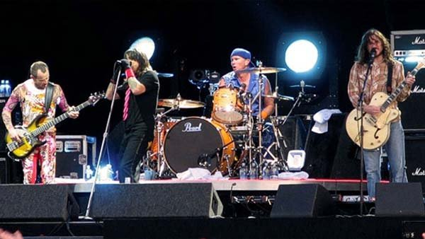 The Red Hot Chili Peppers at a gig in 2006. (Source: Wikicommons/MGN Online)