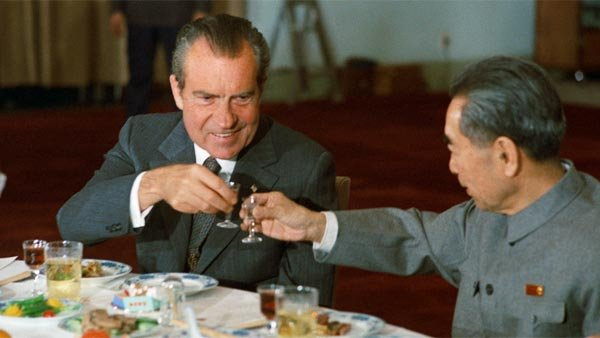 Richard Nixon and Chinese Premier Zhou Enlai toast at a banquet in February of 1972. (Source: National Archives/Wikimedia Commons)