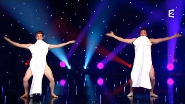 Two naked French guys perform tricks with strategically placed towels. (Source: Jean Pierre Holleder/YouTube)